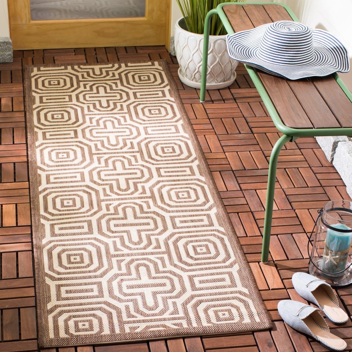 Chocolate Brown Geometric Maze Outdoor Rug Safavieh Com