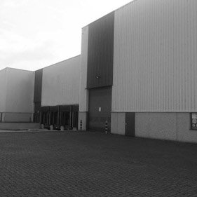 2013: Safavieh announces its first European distribution center and 100,000 square foot warehouse near Antwerp, Belgium.