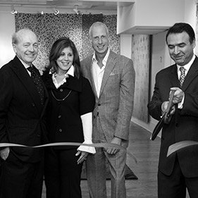 2009: In January Safavieh Couture debuts with licensed collections by renowned interior designers David Easton, Jamie Drake, Suzanne Kasler and Thomas O'Brien.
